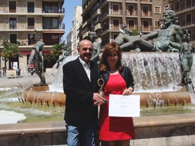 José Luis y Emilia con el Premio